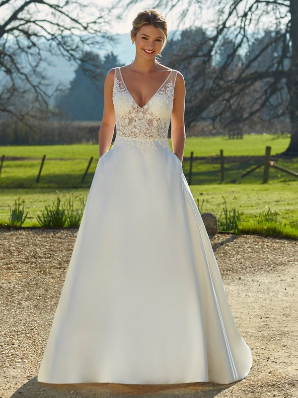 Romantica - Willa Wedding Gown Leeds